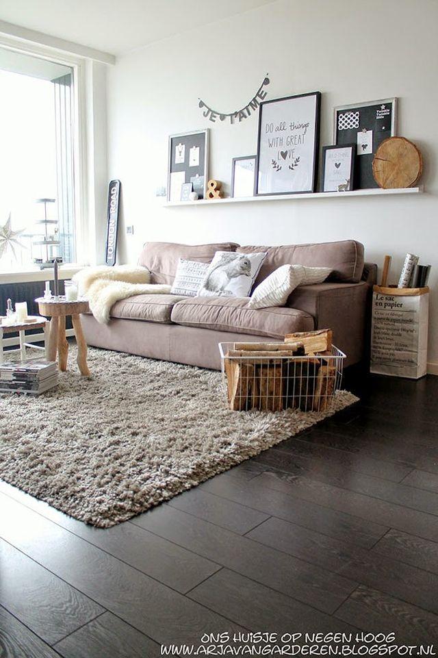 salon-con-madera-y-mantas